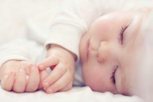 bébé enrhumé qui dort
